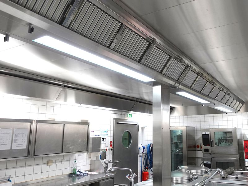 Ventilated ceiling of a professional kitchen