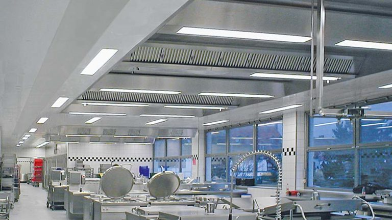 Ventilated ceiling of a canteen kitchen