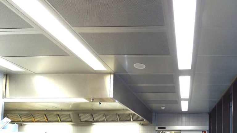 Ventilation ceiling with exhaust air hood and supply air modules