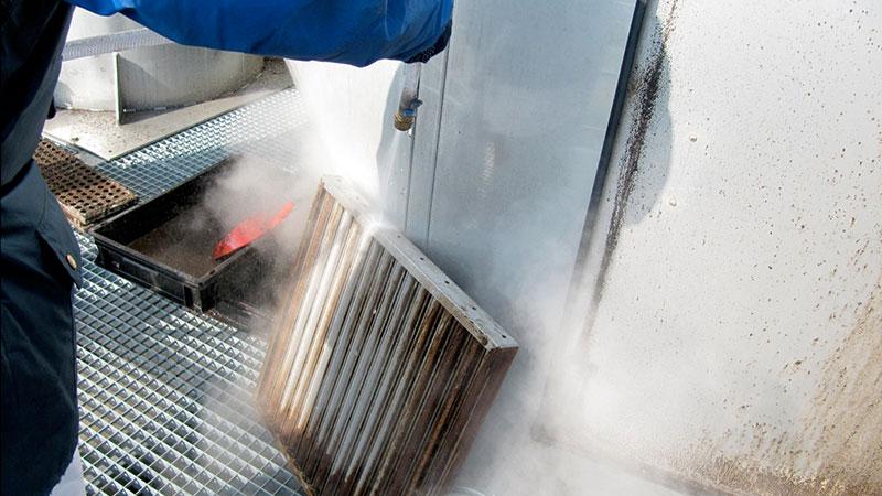 Reinigung eines X-CYCLONE Abscheider Element per Dampfstrahler