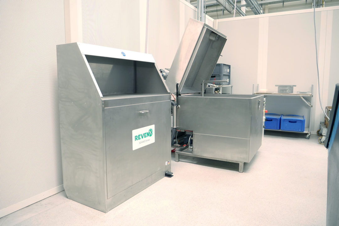 Luftreinigertisch T by REVEN für große Werkzeuge und Bauteile