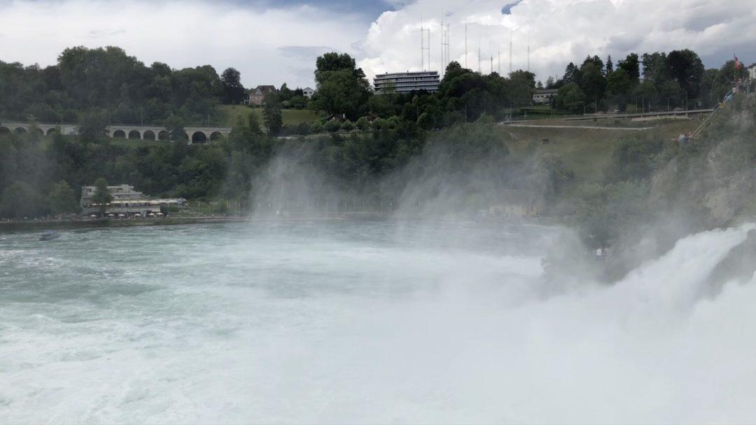 Rheinfall in Schaffhausen mit luftgetragenen Partikel aus Wasser = Aerosole aus Wasser
